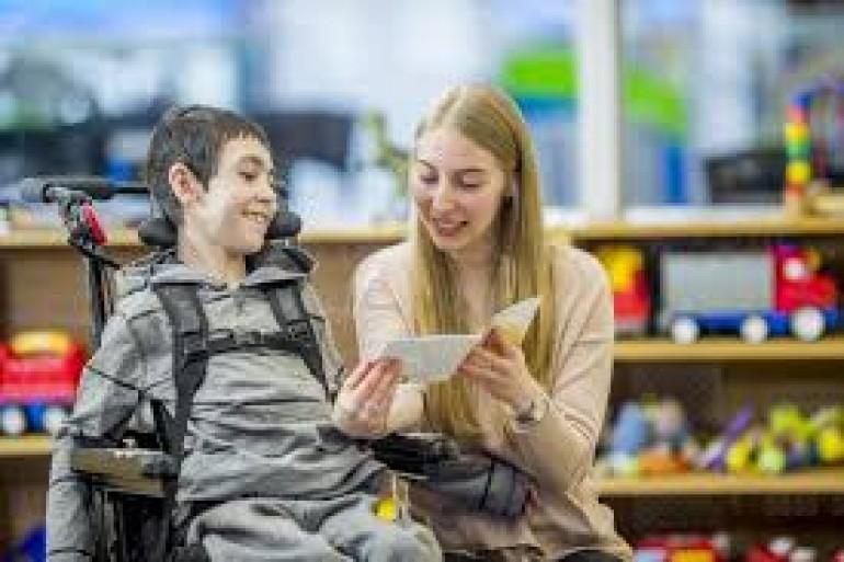 Assistant de vie pour jeune adulte en situation de polyhandicap